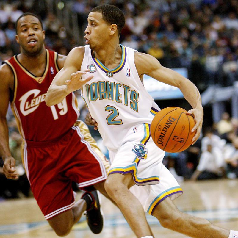 Jannero Pargo drives the ball past Cleveland Cavaliers guard Damon Jones