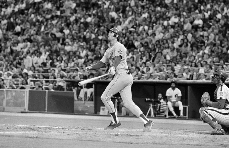 New York Mets' Dave Kingman watches home run
