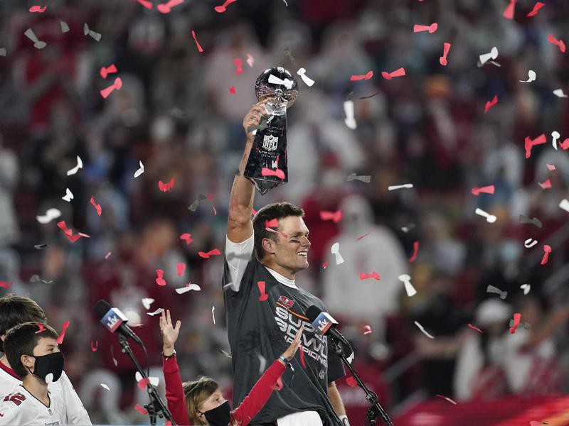 Tampa Bay Buccaneers quarterback Tom Brady holds up Vince Lombardi trophy