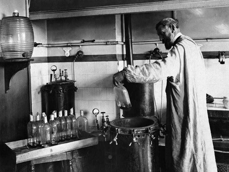 1884: Pasteur Develops First Attenuated Viral Vaccine for Rabies