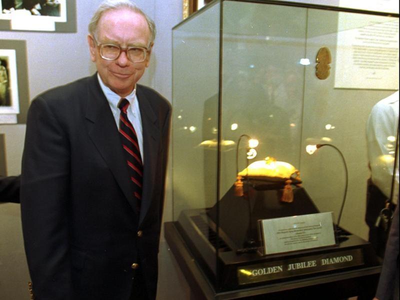 Warren Buffett with Golden Jubilee Diamond on Display
