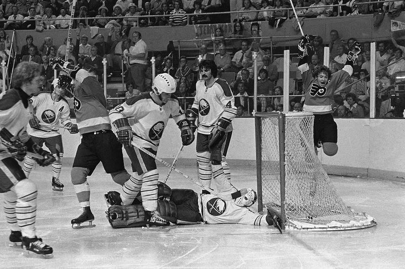 Buffalo Sabres goalie Roger Crozier