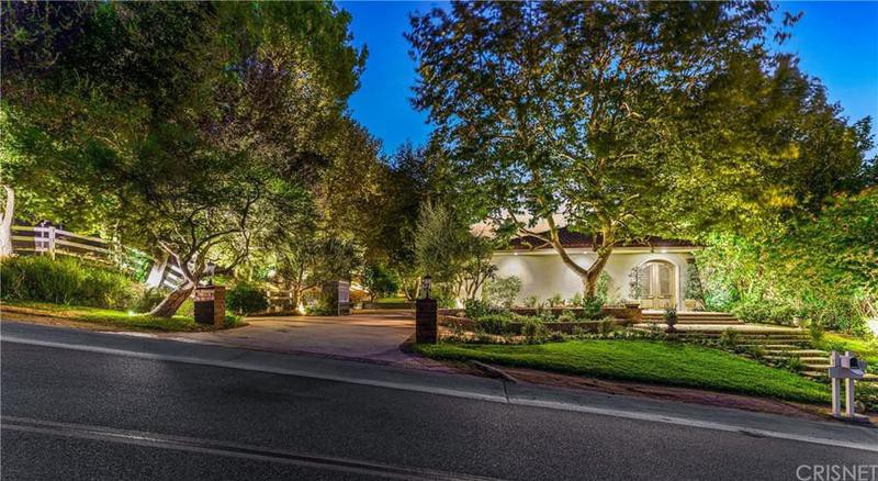 Front of Joe Rogan's house in Bell Canyon