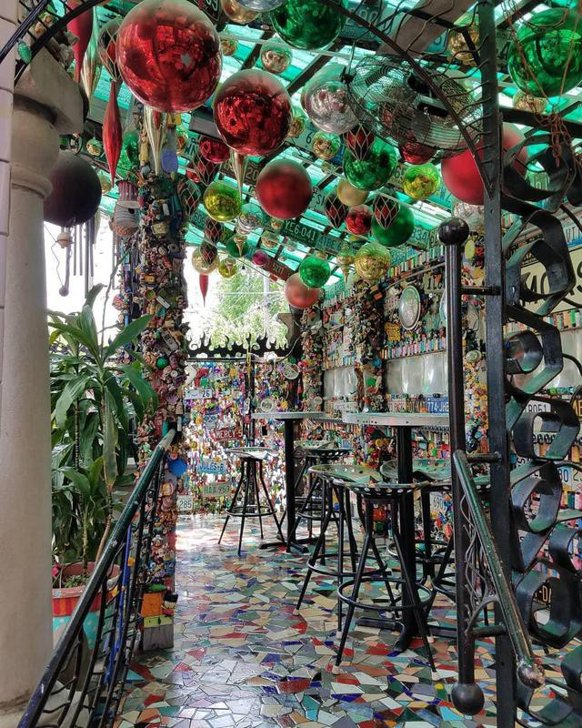 Venice Café in Saint Louis