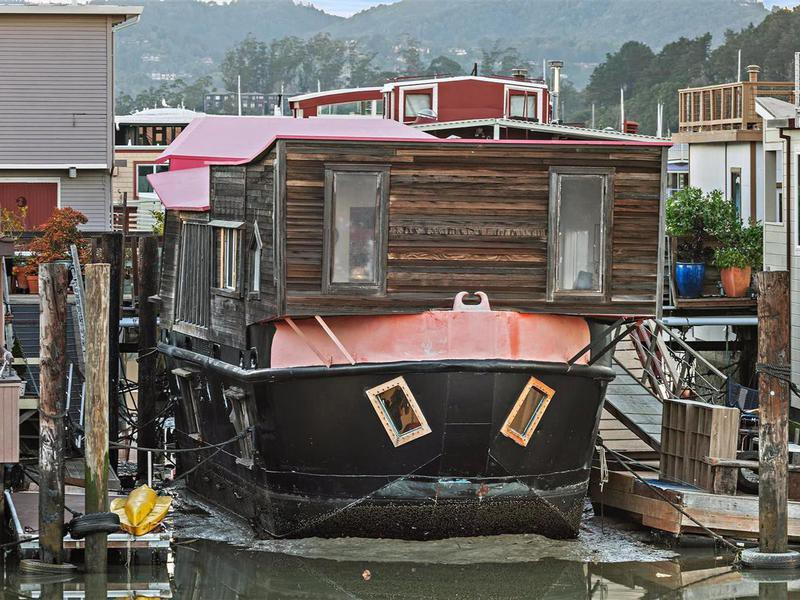 """Evil Eye"" houseboat"