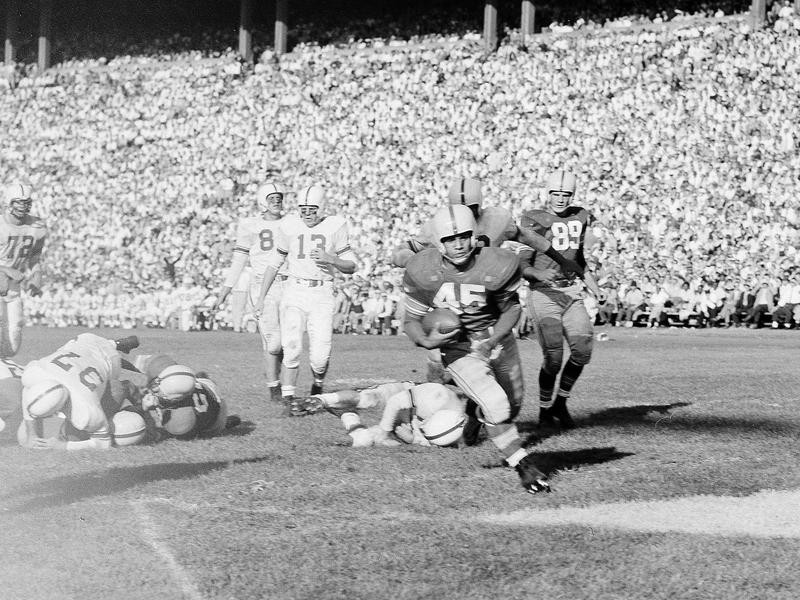 Bobby Watkins, Ohio State halfback, goes for touchdown