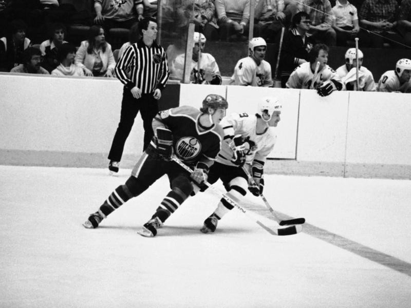 Wayne Gretzky passes Gregg Sheppard during first period