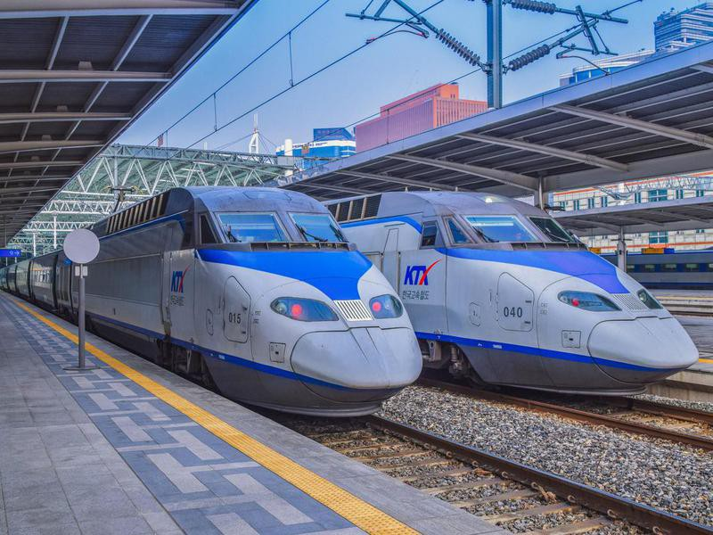 KTX trains in the Seoul Station
