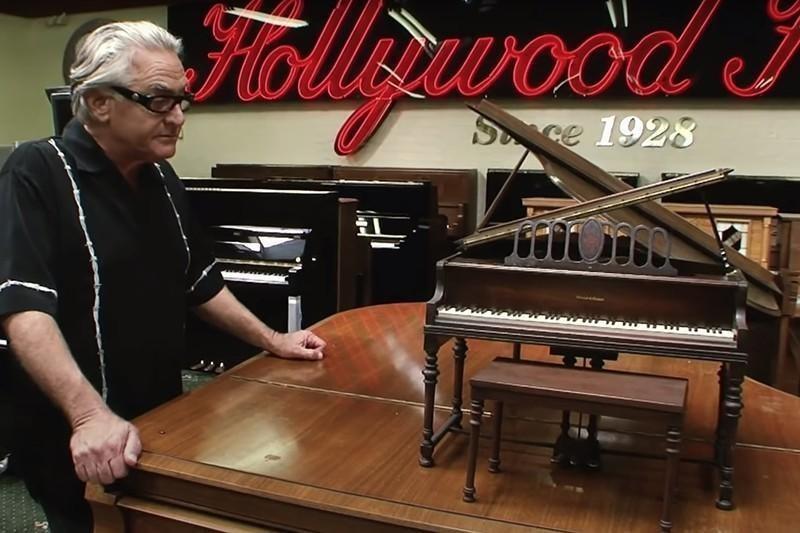 Model piano
