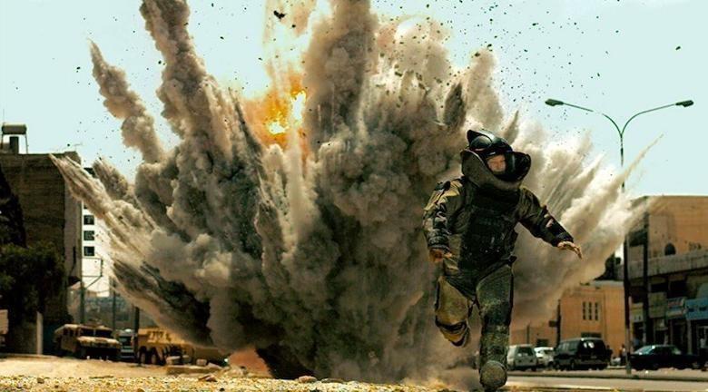 Guy Pearce running from explosion in The Hurt Locker