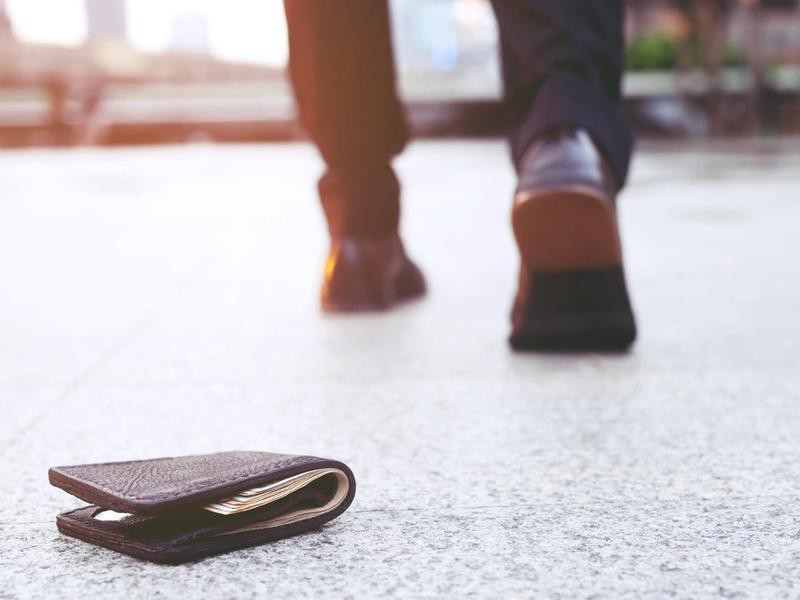 Lost wallet on the ground