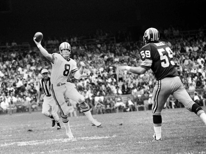 Archie Manning sets up to throw against Washinton Redskins