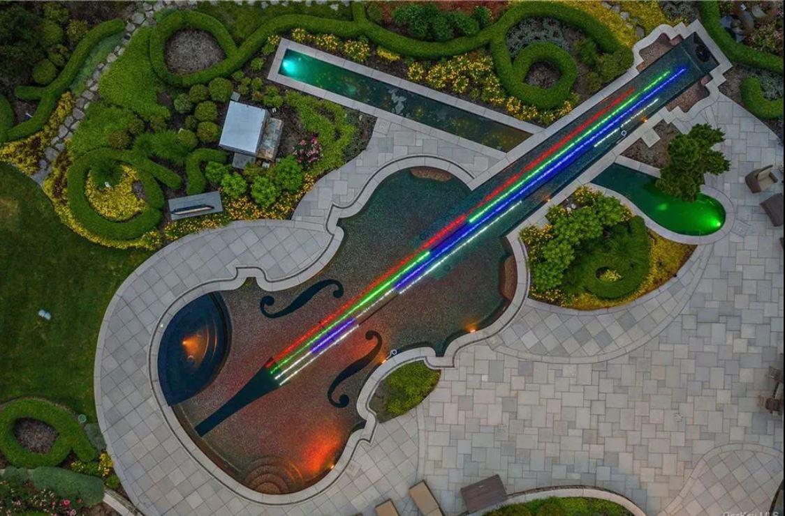 Violin- shaped pool