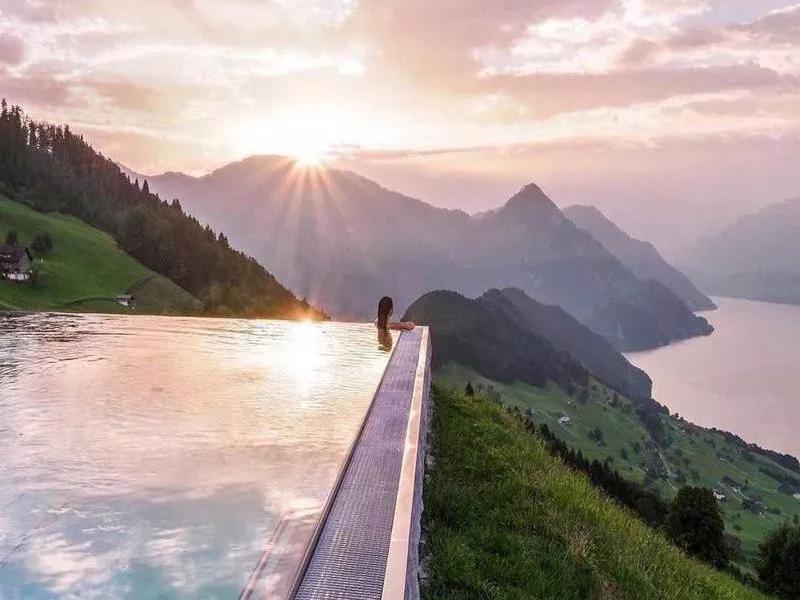 tallest infinity pools