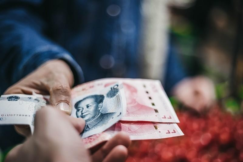 exchanging chinese notes