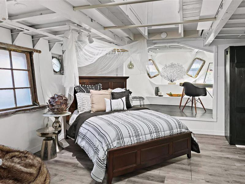 Shel Silverstein's renovated master bedroom