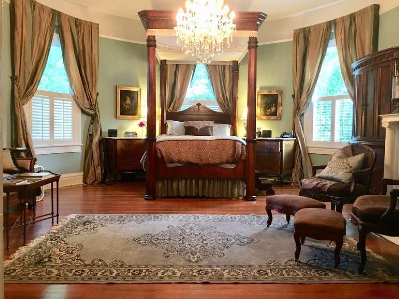 Twelve Oaks mansion