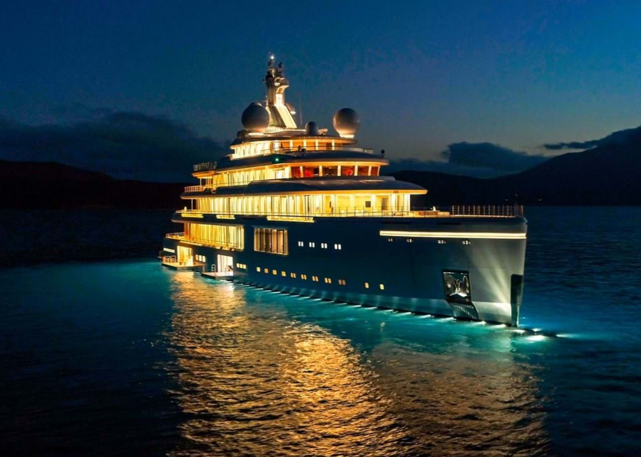 Luminosity yacht