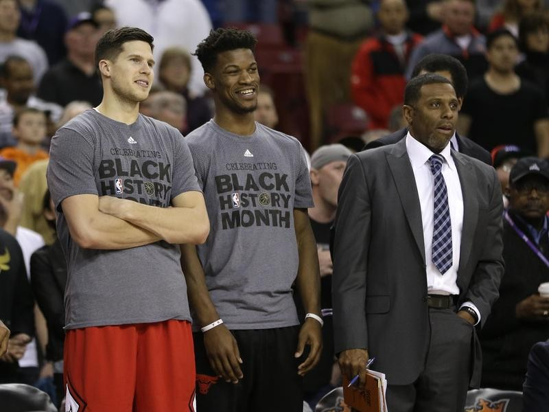 Randy Brown with Doug McDermott and Jimmy Butler during game against Sacramento Kings