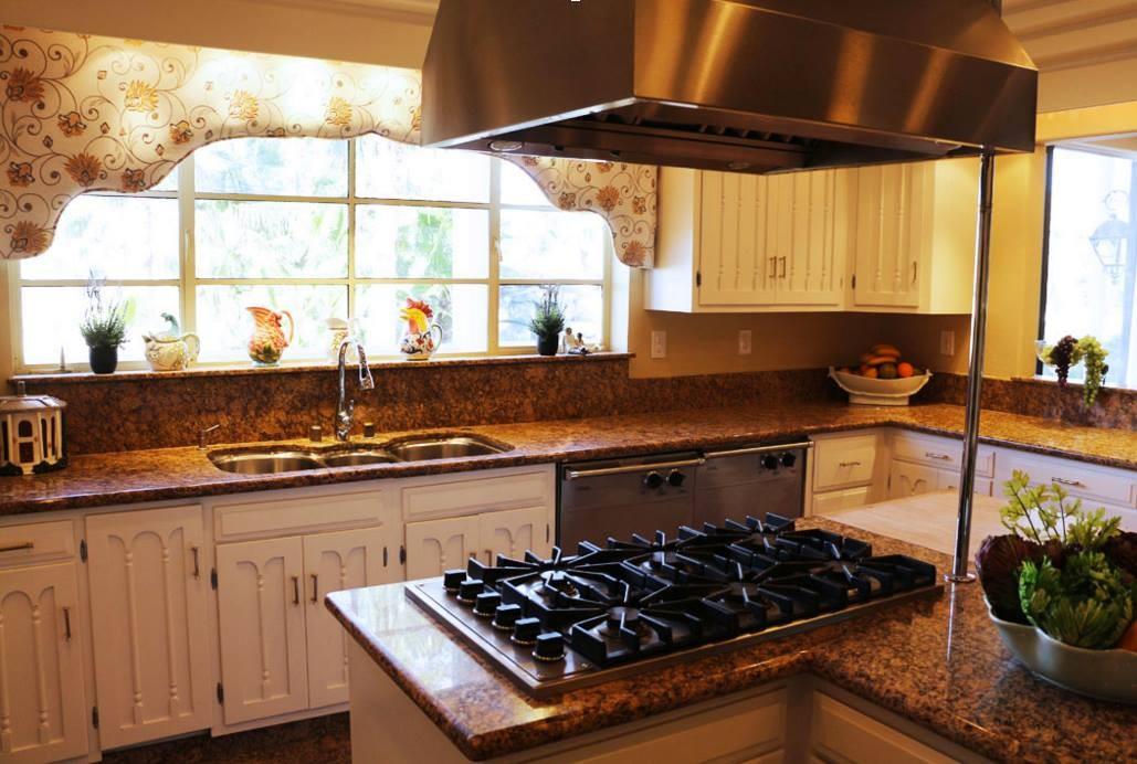 Wayne Newton's kitchen