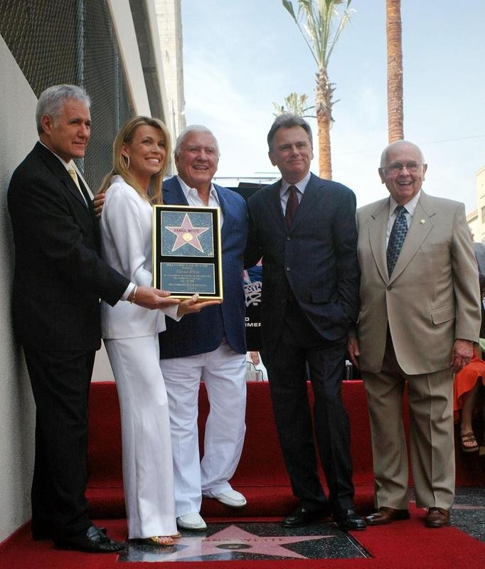 Alex Trebek, Vanna White, Merv Griffin, Pat Sajak and honorary Mayor of Hollywood Johnny Grant in 2006