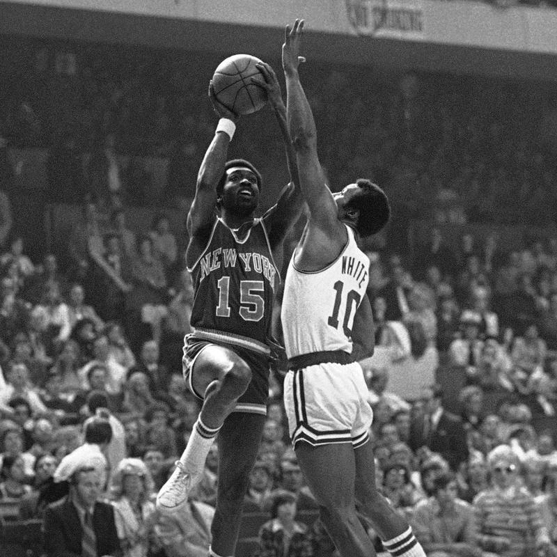 New York Knicks Earl Monroe lays up a shot