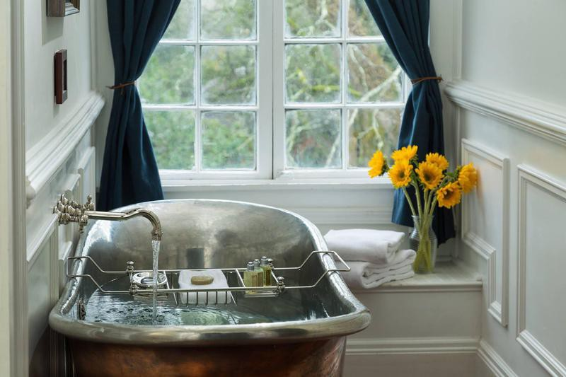 Copper soaking tub