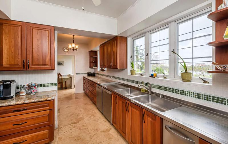Kitchen with wall-length counters