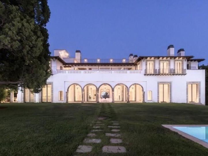 Mansion on Mapleton in Beverly Hills