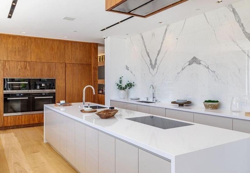 Kitchen with marble backsplash wall