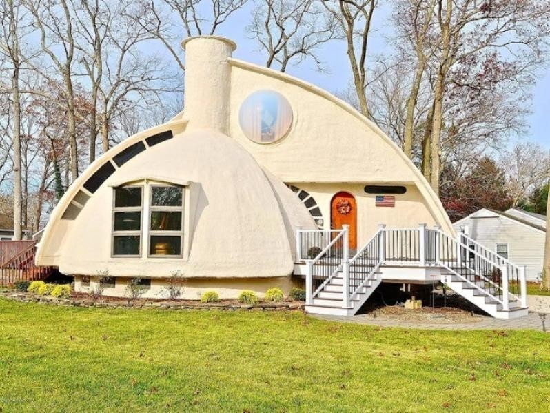 Wacky dome house on Zillow