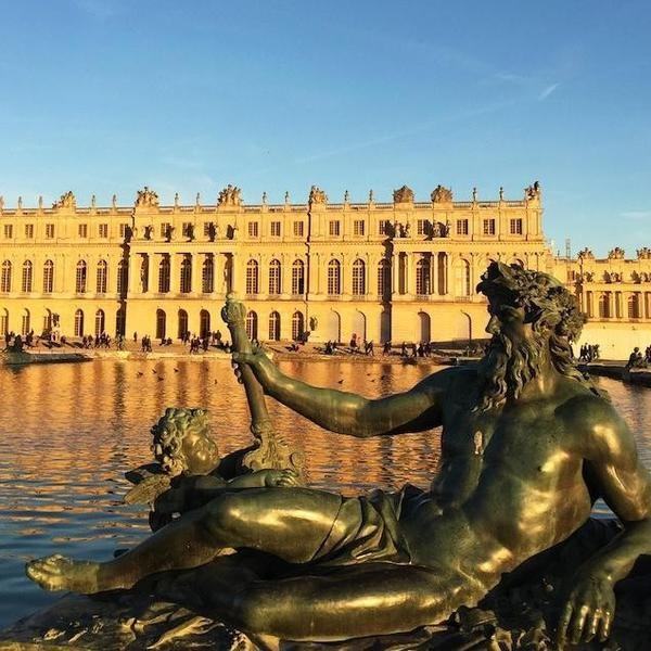 Inside the French Palace: A Virtual Tour of Versailles