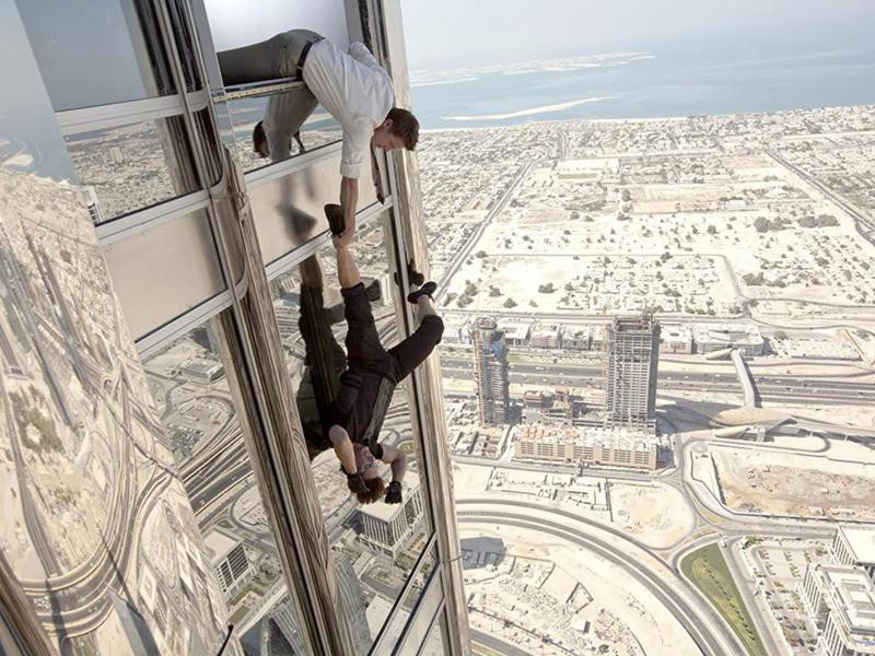 Tom Cruise Running Down the Side of Dubai's Burj Khalifa