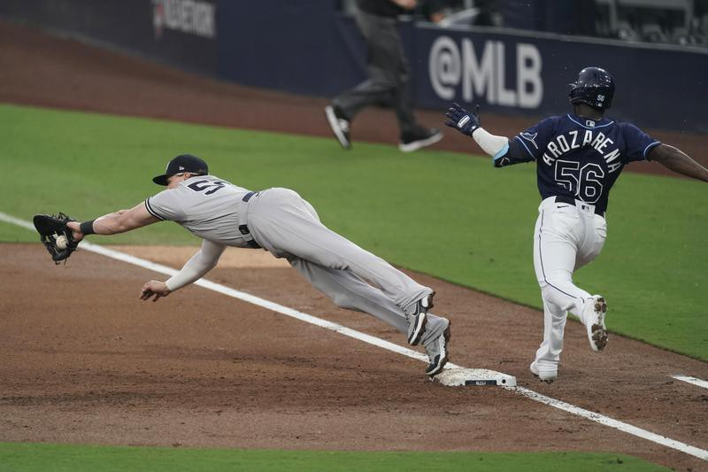 Luke Voit of the Yankees makes catch as Randy Arozarena is out
