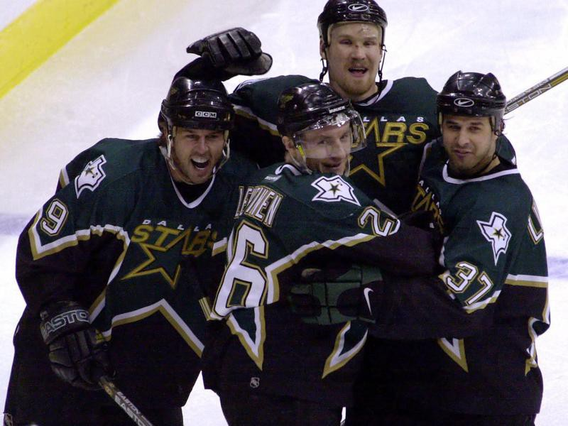 Jere Lehtinen celebrates with teammates