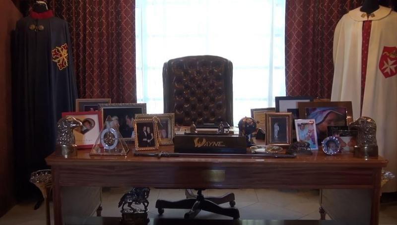 Wayne Newton's desk