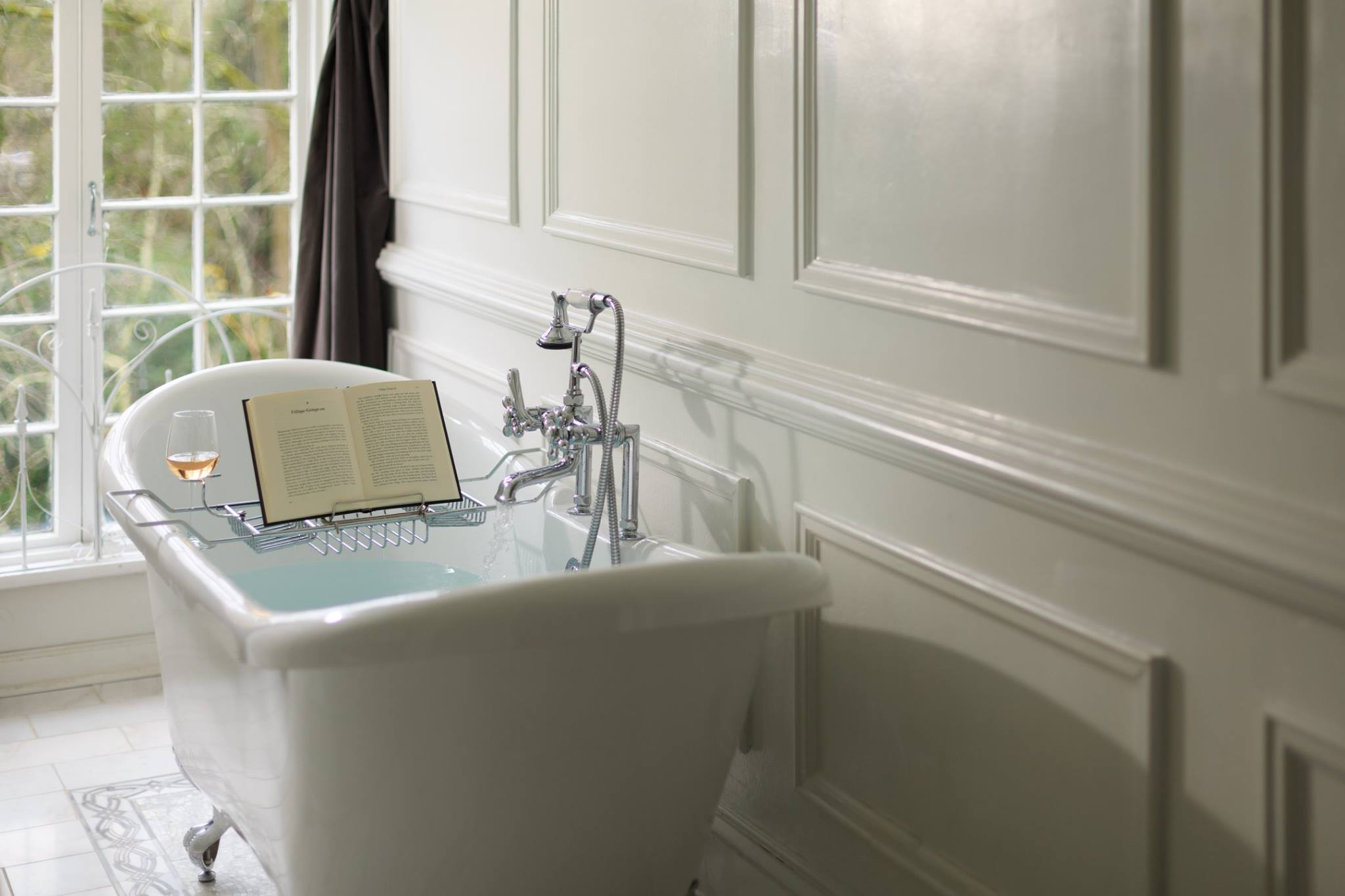 Soaking tub with book holder