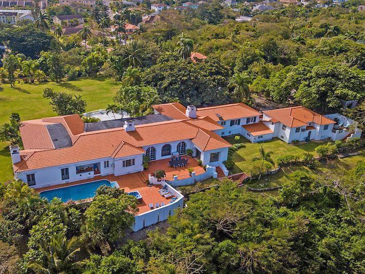 Mansion in Bahamas