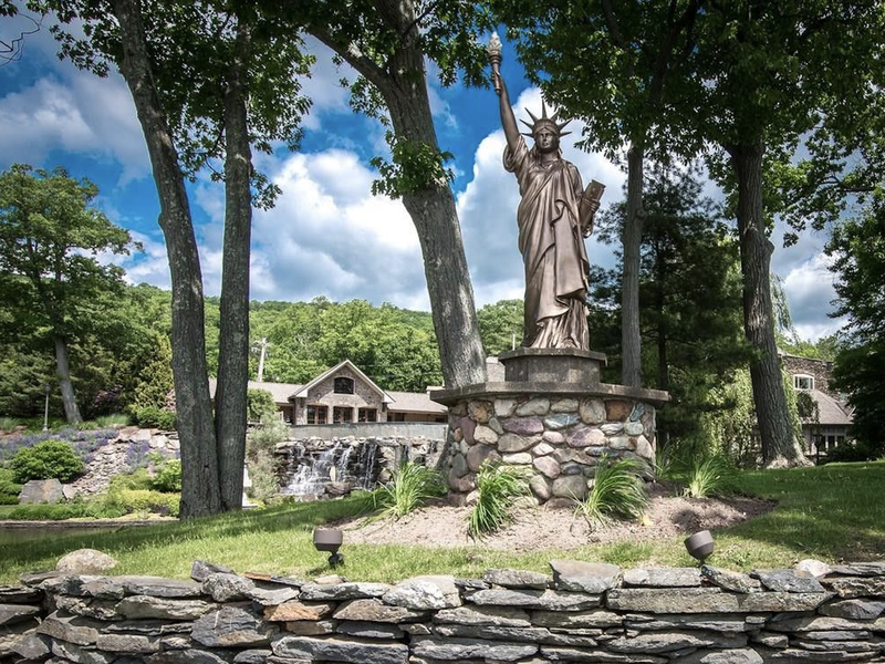 jeter house statue