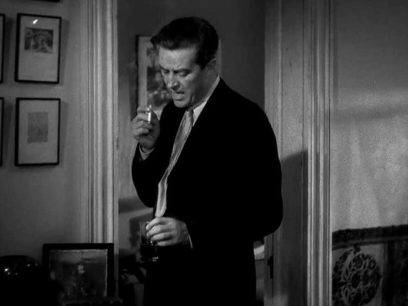 Ray Milland with cigarette and drink in The Lost Weekend