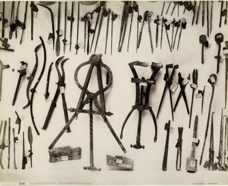 Ancient roman surgical instruments
