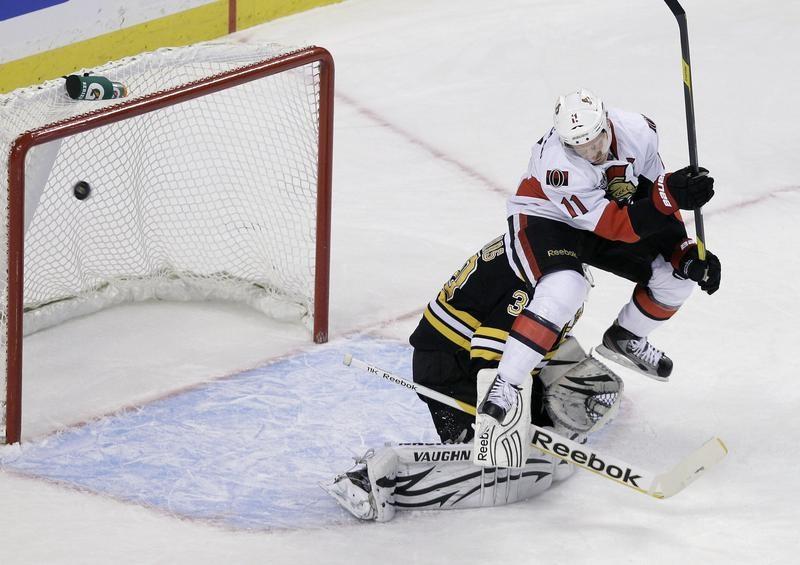 Ottawa Senators right wing Daniel Alfredsson against Boston Bruins