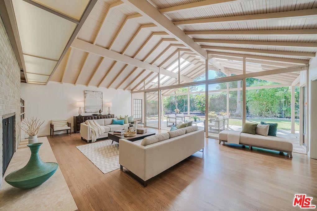 Golden Girls house living room