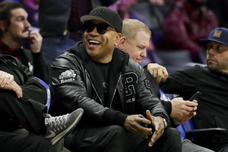 LL Cool J at a Los Angeles Clippers and Phoenix Suns game