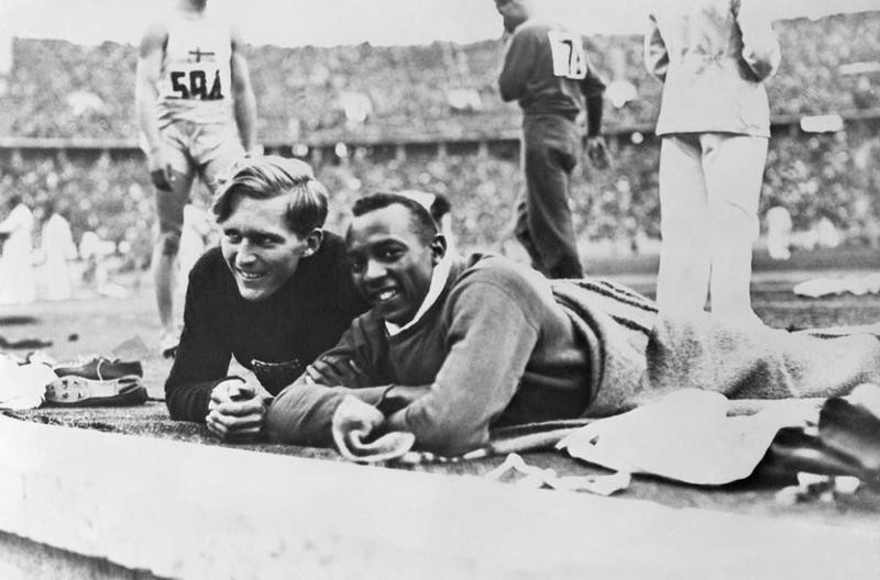 Luz Long and Jesse Owens laying on blanket