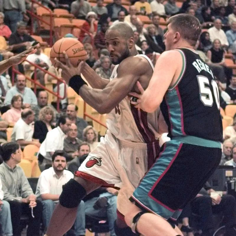 Alonzo Mourning attempts to drive past Bryant Reeves