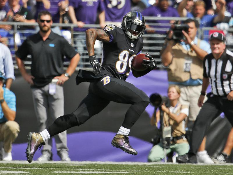 Steve Smith running down field