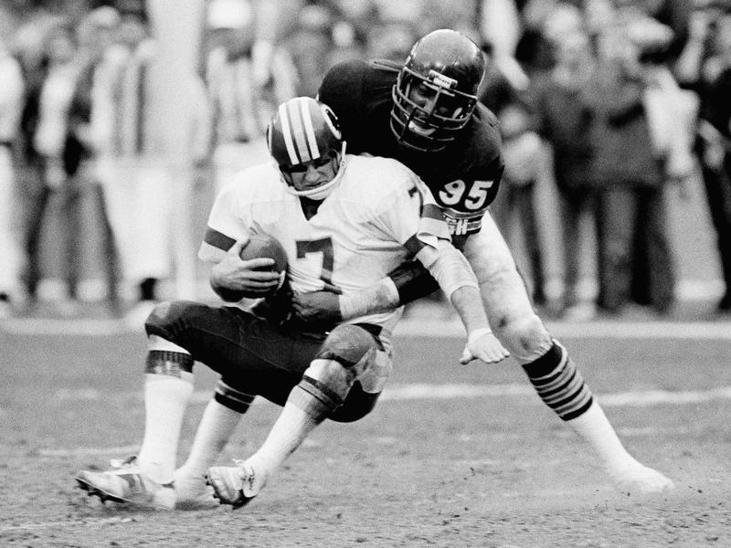 Richard Dent sacks Washington Redskins quarterback Joe Theismann