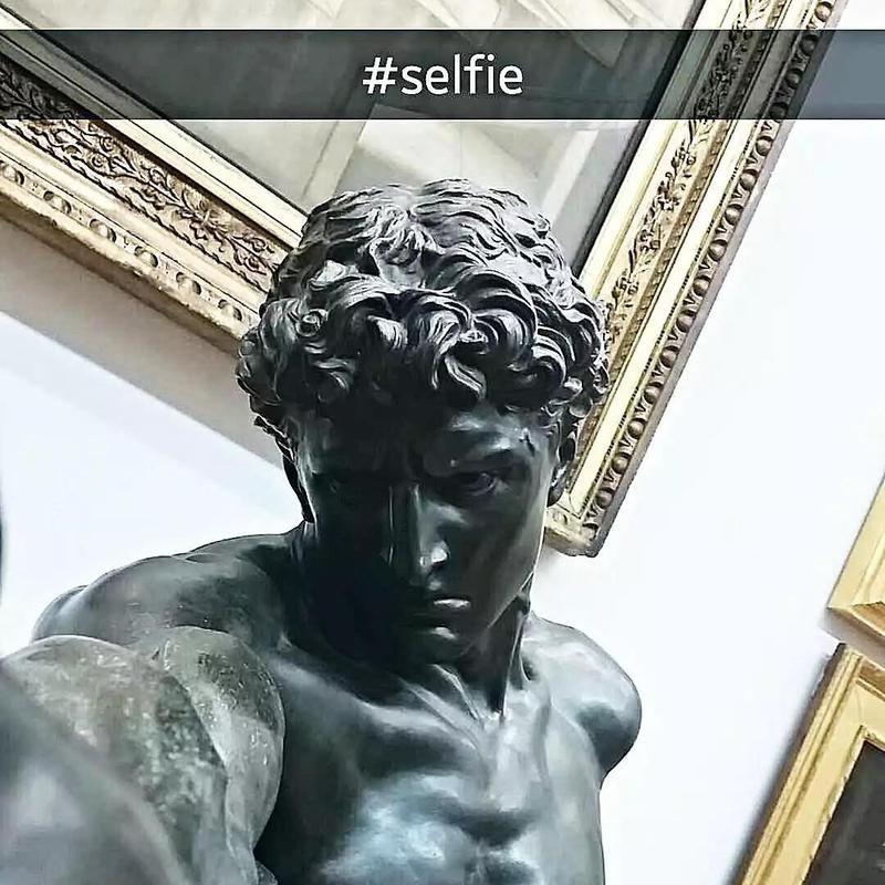 Statue selfie meme