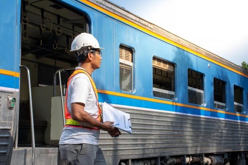 Rail car repairer